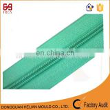 2017 Zipper manufacturer directly supply green #5 nylon zipper rolls