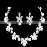 Women's Wedding Jewelry Set Flower Rhinestone Crystal Pearl Bridal Necklace Earrings