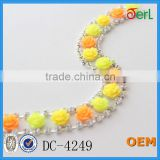 Popular Flower Shape Plastic Pearl Chain with Crystal Trim Necklace Designs Bridal for Dress