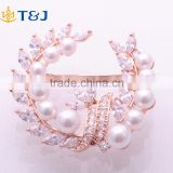 Best Selling New Design Rhinestone Pearl Flower Gold Plated Alloy Brooch Pin for Bride //