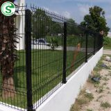 Perimeter V mesh fencing for residential