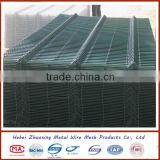 Rubber coated wire mesh fence