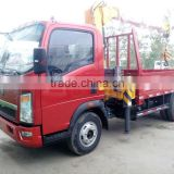 YUANYI brand Howo light truck with HOWO LIGHT TRUCK-WITH XCMG SQ3.2SK1Q TELESCOPIC CRANE
