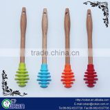 100% food grade silicone bee honey splash bar/honey muddler honey dipper mixing spoon honey stick with wood handle