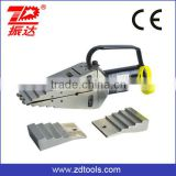 Hydraulic manual pump operated wedge spreader