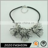New fashion silver and metal lady chunky black leather chocker necklace with crystal flower