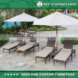 2016 beach hotel comfortable outdoor chair double rattan sun chaise lounge chair with umbrella