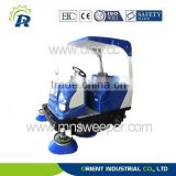 Avoiding second dust pollution riding road sweeper with vacuum sweeping and water spraying