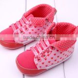 Lovely pink baby shoes heart design baby shoes for sales wholesale canvas fabric rubber outdoor prewalker shoes