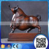Wholesale office decoration accessories resin animal sculpture resin cow statue for table decor