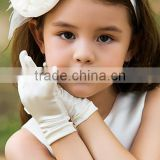Good quality girls satin gloves/kids ivory gloves for wedding/wholesales bridesmaid gloves for party