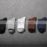 The new spring and summer minimalist dotted line grid pure cotton socks absorb sweat deodorant business men in tube socks