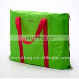 beach bag with contrast color zipper and handles