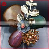 New fashion hot selling metal pearl shell bead flower brooch wholesale for decoration, flower rhinestone brooches
