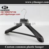 IMY-462 black man plastic bar hanger for suits