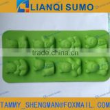 FDA bear shape plastic ice cube tray / ice mould with TPE