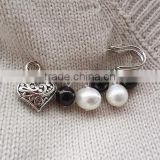 new design love heart charms safety pins diy white and black pearl charms brooch for scarf and shawl