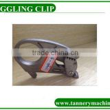clip hook in toggling machine