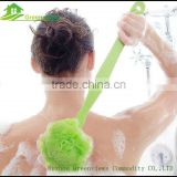 Wholesale PE mesh bath sponge show puff with long handle body exfoliating scrubber sponge cleaning