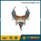 wholesale promotional fashionable metal badge glitter bird lapel pin souvenir