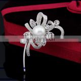 Mrs Wholesale pearl inlaid delicate crystal wedding brooch pin Fashion pearl brooches scarf buckle