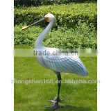 The factory house makes to order a large glass steel animal to imitate true crane to carve