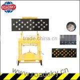 Traffic Safety Trailer Mounted Solar Board with Arrow Light