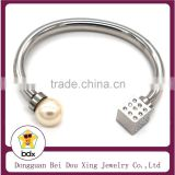 China Factory Wholesale Fashion Cheap Stainless Steel Cuff Cable Charm Bracelet with Plastic Beads