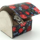 Beautiful PU leather watch roll with printing colorful roses design outside, ​with beige velvet pillow  inside for holding watch and  jewelry.