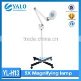 Cosmetic YL-H13 Beauty Salon Stand Magnifier With 8x LED Light Magnifying Lamp CE Approved Medical