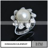 Latest pearl ring design for women/silver imitation micro pave pearl ring