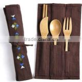 Newest wholesale bamboo flatware set with cloth bag for camping