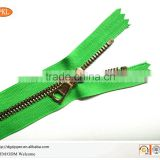 Bullet shaped plastic zipper manufacturer wholesale plastic zipper for garment production