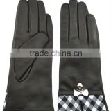 Fashion Women's Gloves Lady Gloves with Butterfly Decoration in Winter