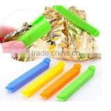 Plastic sealing pegs for food bag