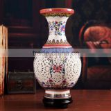 Traditional chinese hollow-out porcelain vase table lamp with wooden base