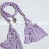 The necklace trend special purple scarf