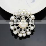 Hot seller Chic elagant jewelry Fashion brooch wedding simple brooch silver pearl crystal rhinestone snowflake brooch pin