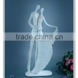 Resin Love couple statue for wedding gifts