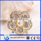 High quality rhinestone pearl jewelry accessories take gold alloy scarf buckle cheap wedding brooch pins