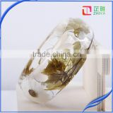 Handmade high-bright pressed white dasiy dried flower resin bangle for women