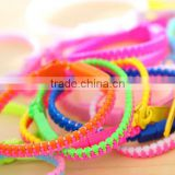 Promotional colorful Fashion cheap wholesale plastic zipper bracelets