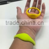 125kHz ,13.56mhz cool silicone waterproof rfid wristband/bracelet logo can be printing with competited price