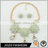 Fashion jewelry sets gold plated resin flower design necklace and earring diamond jewelry set