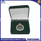 Gift packing custom fashion metal pin badge