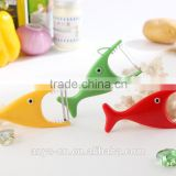 D492 Fish Shaped Best Kitchen Tools Apple and Potato Peeler
