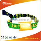 China Manufacturer 2014 convenient Fabric RFID Wristband