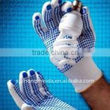 BLEACHED WHITE COTTON / POLYESTER STRING KNITTED SEAMLESS GLOVE, WITH PVC DOTS ON ONE SIDE