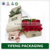 Packaging round cardboard hat boxes for flowers with handles