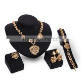 Wholeseller Three Rose Flowers Pendant Charm Jewelry Gold Round Circle Chain Jewelry Set Dubai Bridal jewelry Accessory